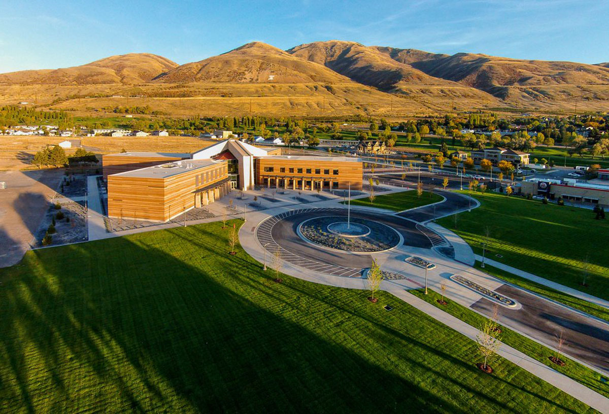 Aerial photo of the completed campus starter concept building with mountains in the background.